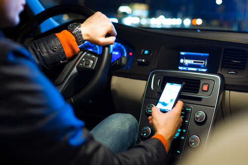 3-ways-the-insurance-industry-can-kick-distracted-driving-to-the-curb
